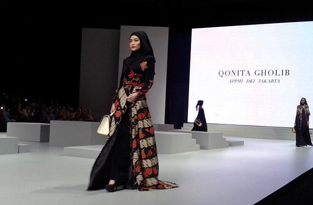 Warna-Warni Busana Syar'i di Indonesia Fashion Week 2017